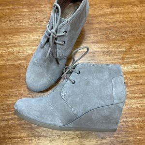 Toms wedges -like new!!